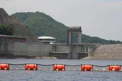 奈良俣ダム湖側から撮影