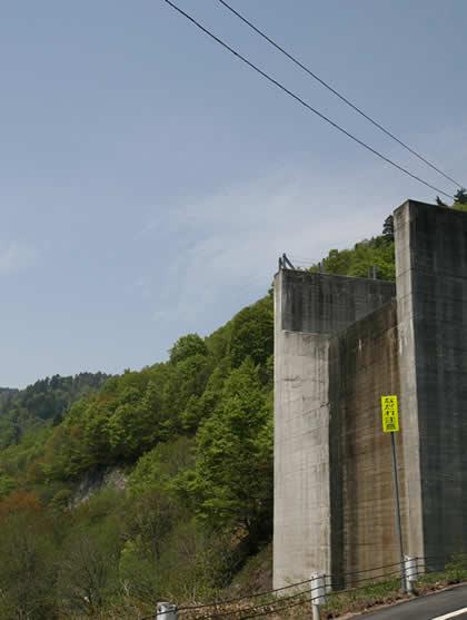 八木沢ダム放流場所