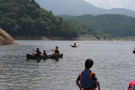 奈良俣湖の対岸に到着