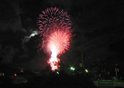 2004年おいで祭りでの花火(今年は上がりません)