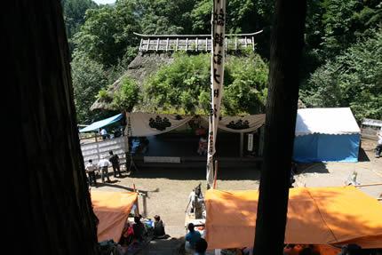 諏訪神社の階段を登った所から撮影
