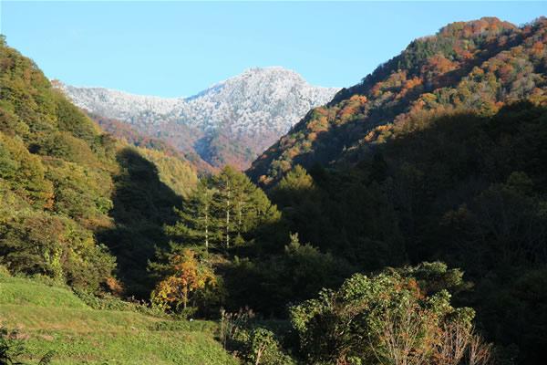 武尊山と初雪