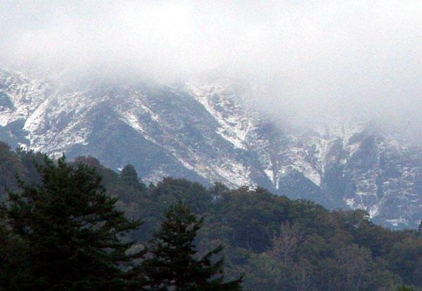 朝日岳の初冠雪